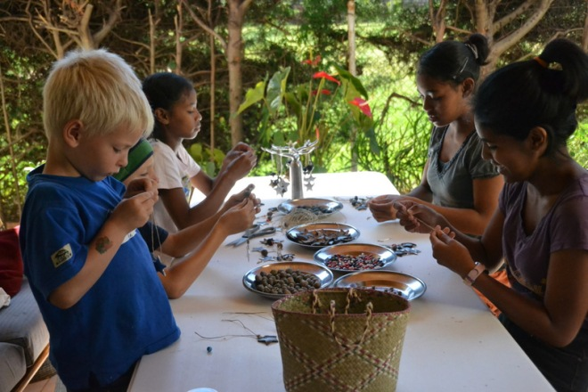 making ornaments, beans, nut-crust 002