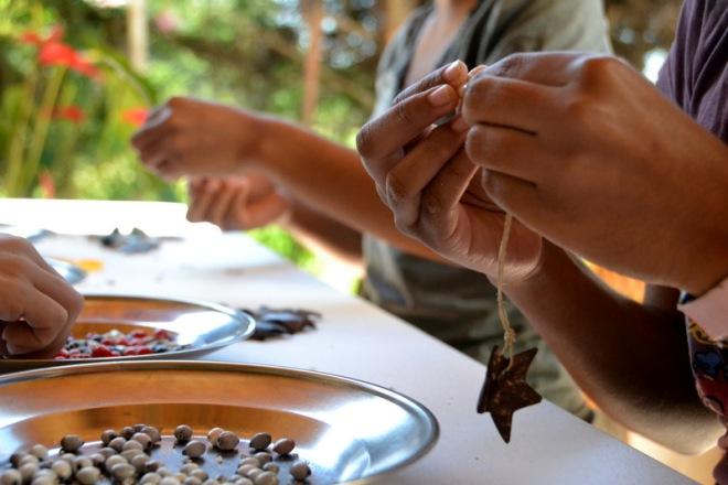 making ornaments, beans, nut-crust 004