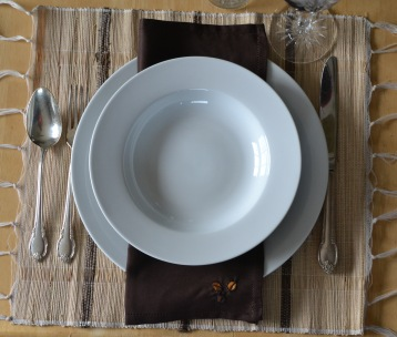 Cream w. brown stripe table-runner+6placemats set.