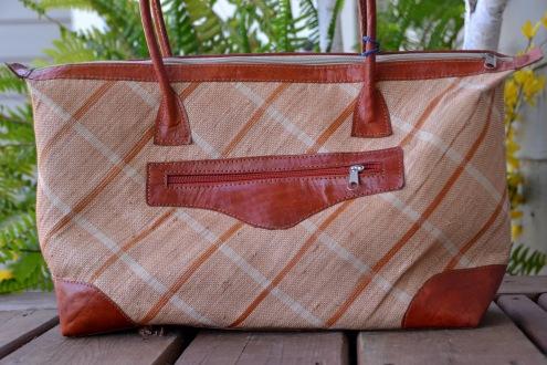 Raphia+zebu leather purse