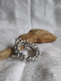 Job's tears seed bracelet made with recycled aluminium beads handforged in Madagascar